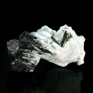 TOURMALINE VAR ELBAITE ON ALBITE VAR CLEAVELANDITE