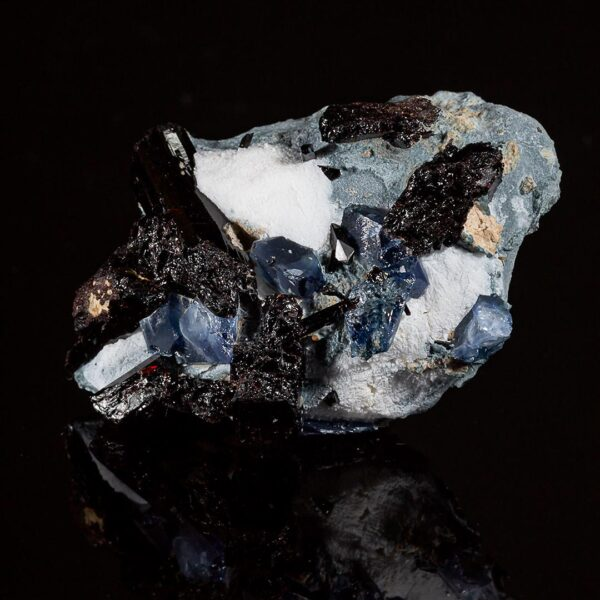 BENITOITE & NEPTUNITE ON NATROLITE